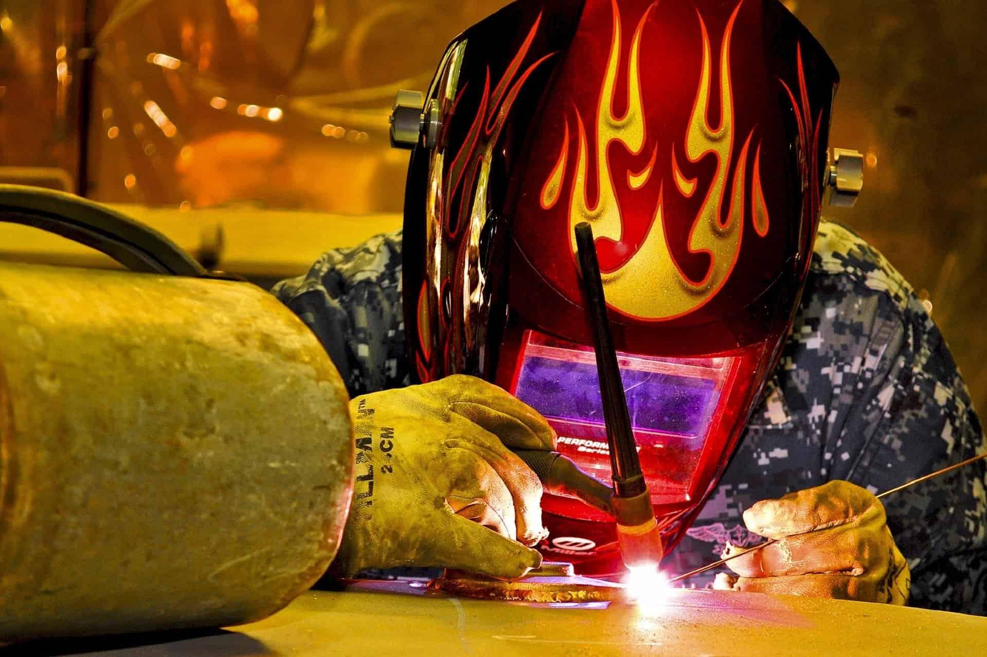 do auto darkening welding helmets work