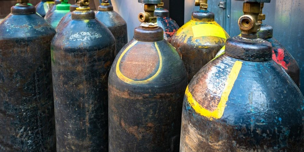 difference between inert gas and active gas