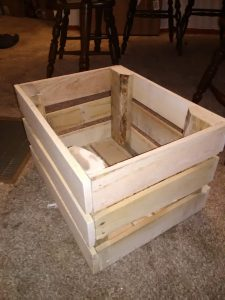 wood-pallet-puppy-crate
